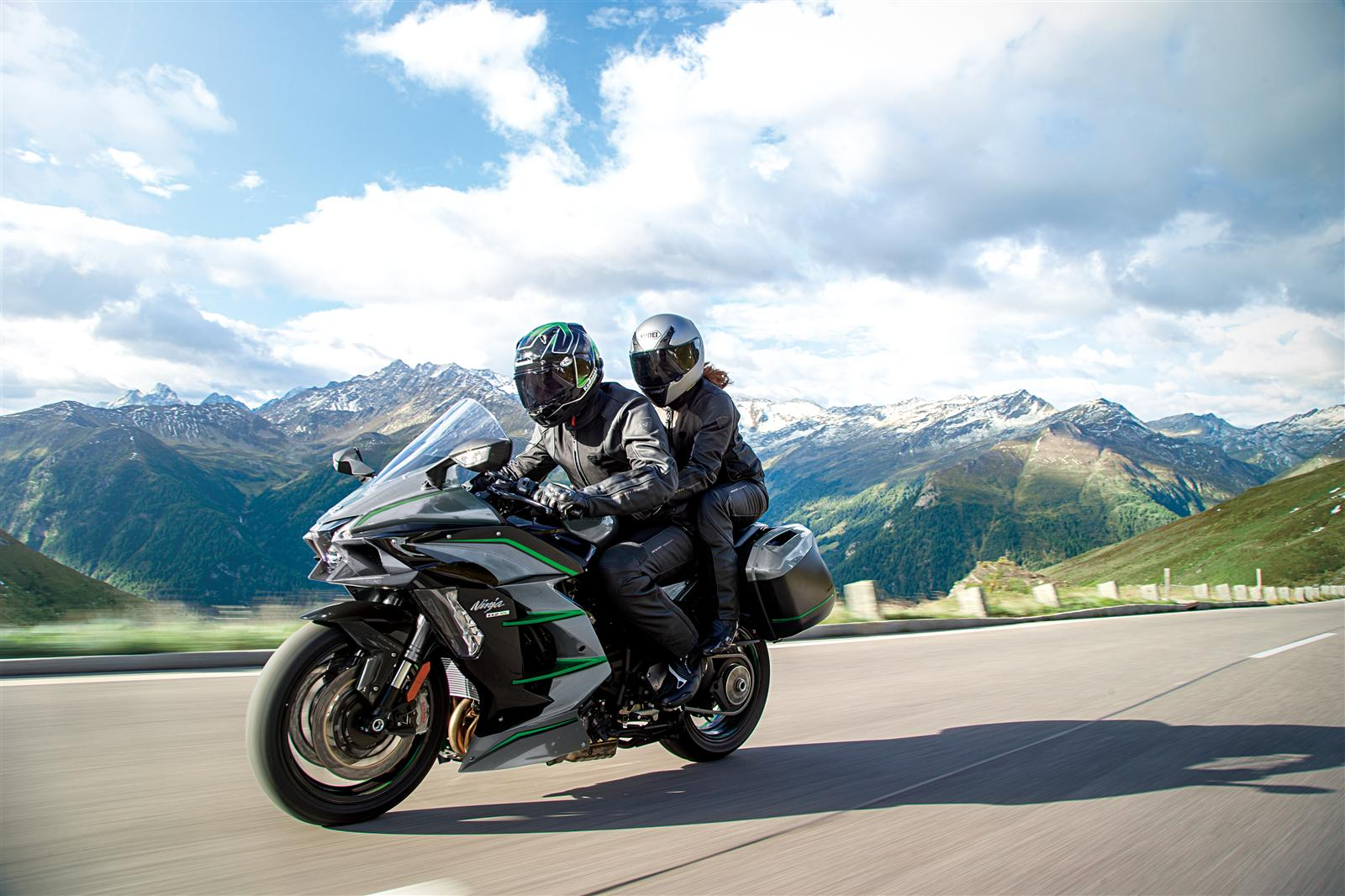 Hyper Touring Pinnacle Targeted By New Ninja H2 SX SE+